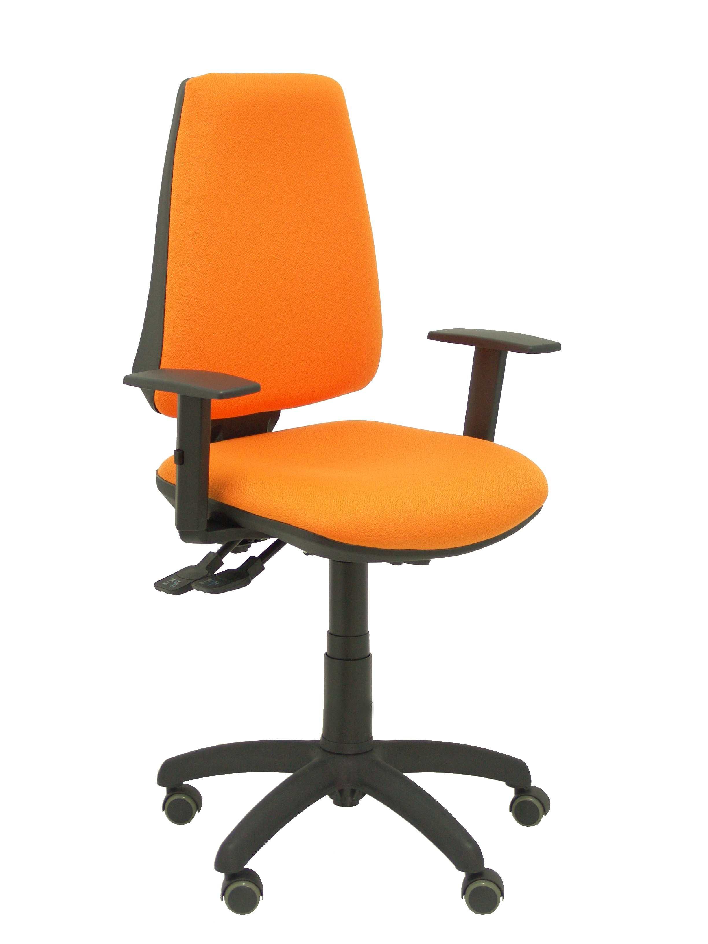 Silla Elche S bali naranja brazos regulables ruedas de parquet
