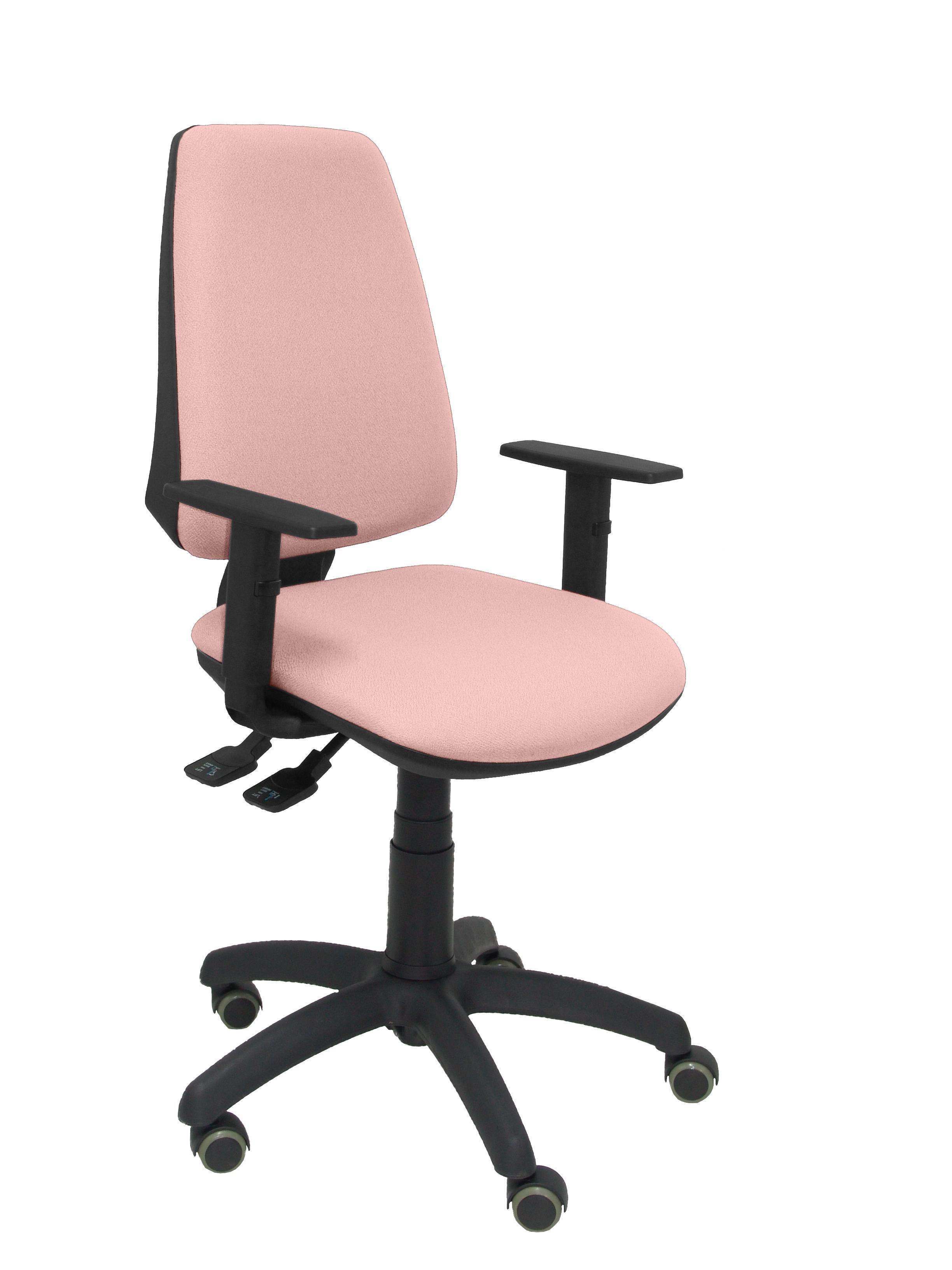 Silla Elche S bali rosa pálido brazos regulables ruedas de parquet
